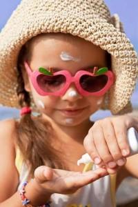applying-sunscreen_480